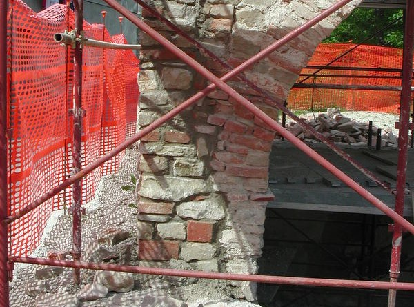 restauroeconservazione-rincalzo-muratura-in-mattoni