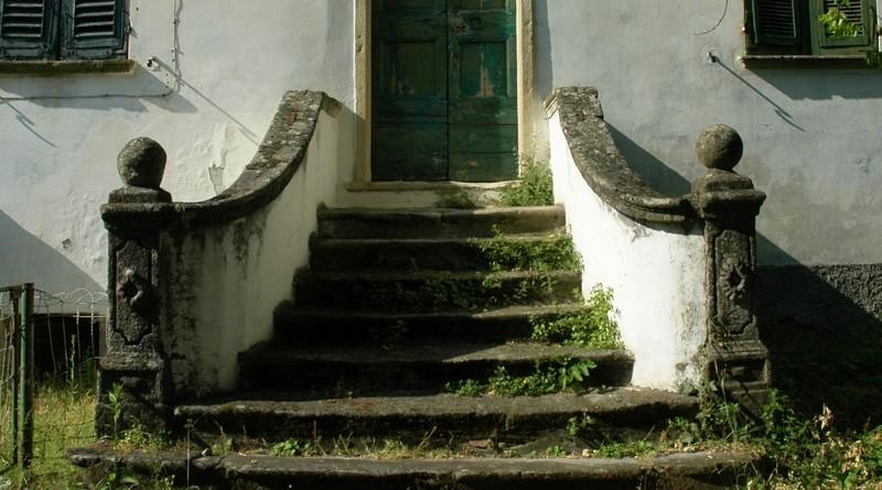 restauroeconservazione-scala-in-pietra-da-restaurare-Parodi-Ligure