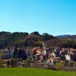 Avvolto dalle vettedell'Appennino ligure il bellissimo borgodiVoltaggio