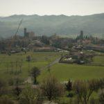 Sulla sponda sinistra del fiume Bormida il borgo rurale di Terzo d'Acqui