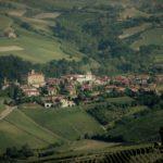 Il Comune di Barolo nel cuneese noto soprattutto per la produzione del celebre vino