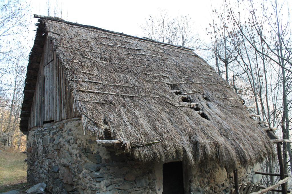 restauroeconservazione-tetto-paglia-di-segale-Valdieri