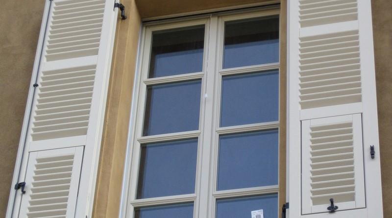 restauroeconservazione-posa-in-opera-nuovi-infissi-in-legno-su-edificio-vincolato-Palazzo-Migliazzi