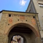 Sulla dorsale dell'Appennino ligure lo splendido borgo rurale di Cremolino