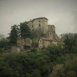 Il piccolo comune di Casaleggio Boiro e il Castello dell'Innominato