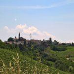 Nel Monferrato astigiano il borgo ben protetto di Castel Rocchero