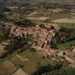 Castell'Alfero il comune astigiano del tricolore e della maschera popolare di Gianduja
