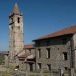 La Chiesa vecchia dell'Assunta e il piccolo borgo rurale di Ponti