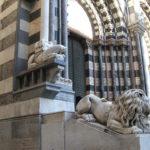 La Cattedrale di San Lorenzo e la suggestiva facciata in marmi policromi